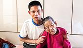 시각장애에도 99세 어머니를 극진히 섬겨 '효행자 서